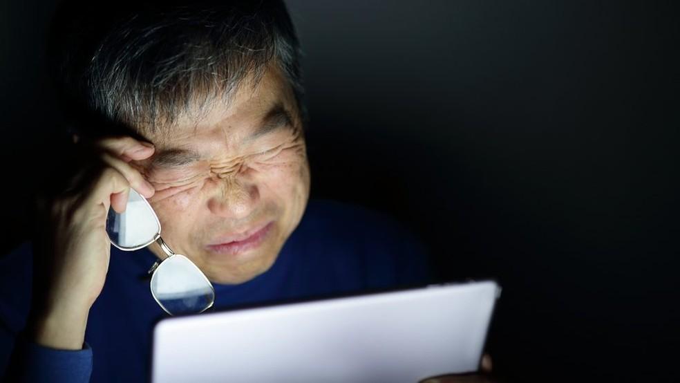 Passar tempo demais em frente a telas pode prejudicar nossos olhos  (Foto: Getty Images via BBC)