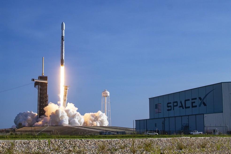 Empresa do bilionário Elon Musk lançou 60 satélites para a constelação Starlink, de internet — Foto: Divulgação/SpaceX