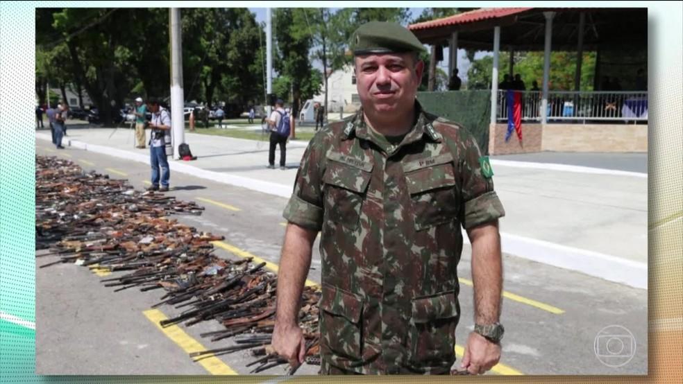 Tenente-coronel Alexandre de Almeida é preso — Foto: Reprodução / TV Globo