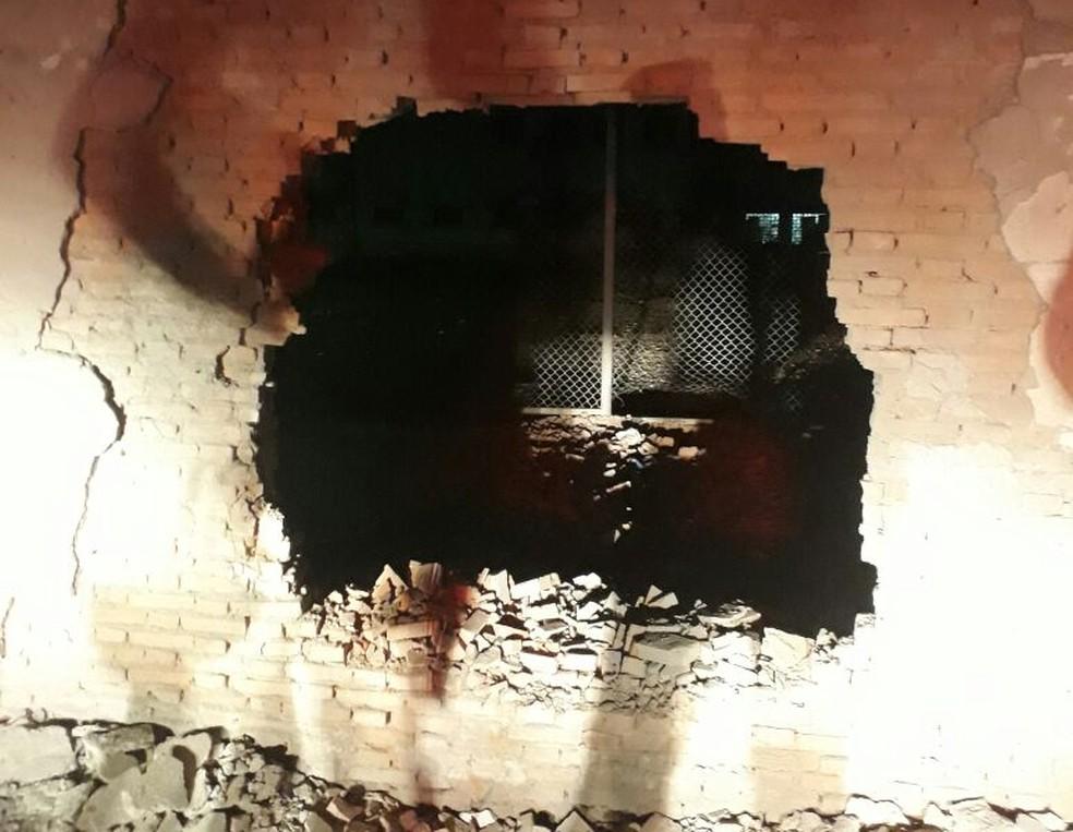 -  Homens explodiram muro e 31 presos fugiram nesta madrugada da Penitenciária Mata Grande, em Rondonópolis  Foto: Sindspen/Divulgação