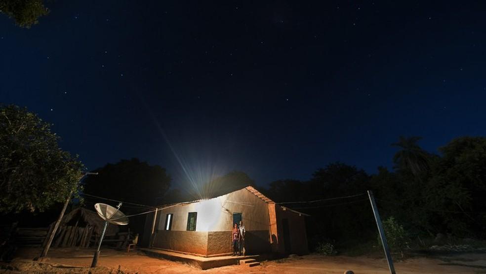 Famílias de baixa renda têm direito a desconto na conta de luz por meio da tarifa social — Foto: Sérgio Amaral/Ministério da Cidadania