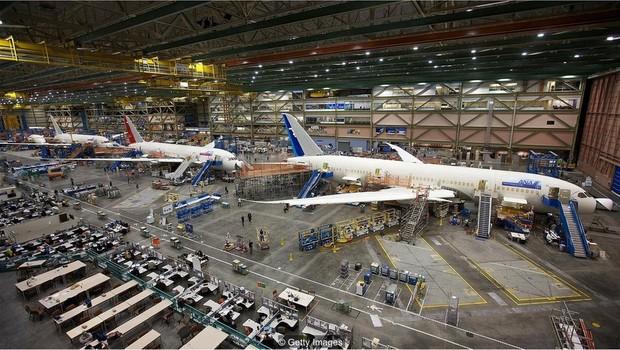 Fábrica agora produz as novas gerações de aviões da Boeing (Foto: Getty Images via BBC News Brasil)