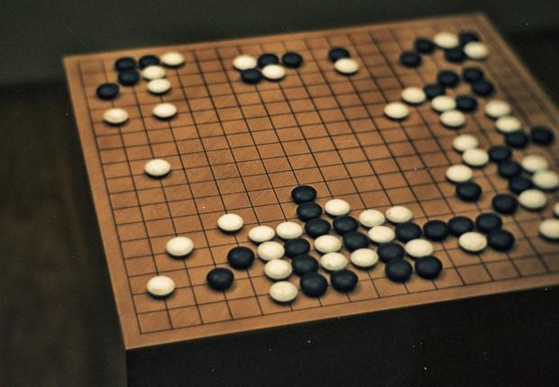 O jogo de tabuleiro Go (Foto: Reprodução/Facebook)