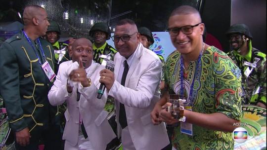 Componentes do Império cantam o samba de Gonzaguinha no Estúdio Globeleza