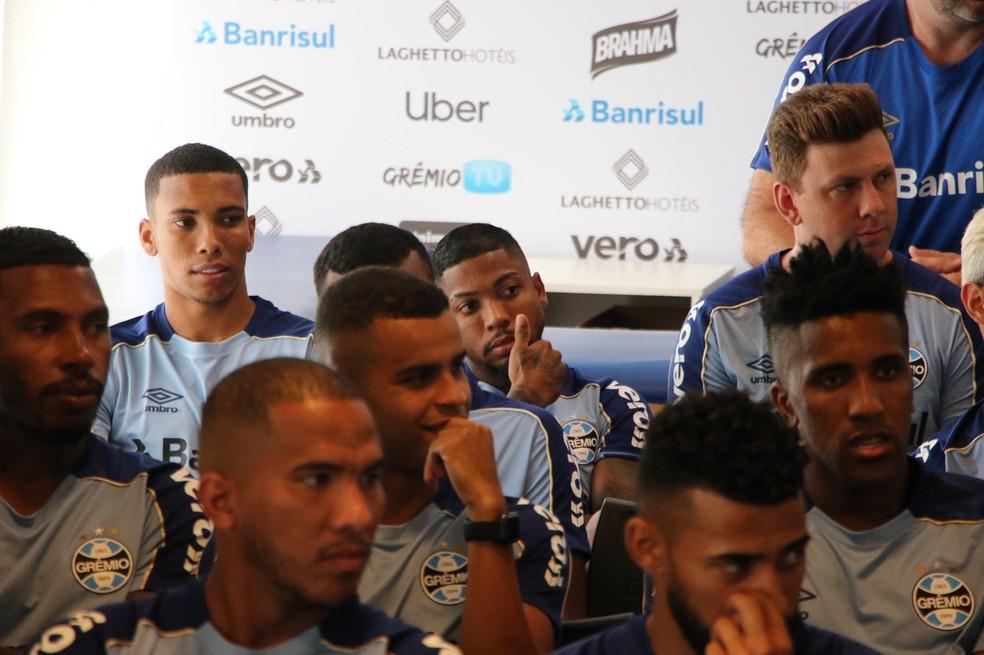 Madson, Marinho e Gabriel, jogadores do Grêmio — Foto: Eduardo Moura