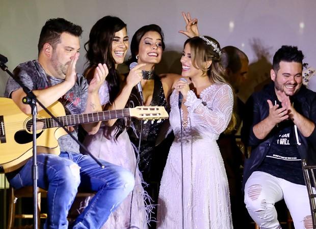 Wanessa, Luciele e Camilla Camargo soltam a voz no palco (Foto: Manuela Scarpa/Brazil News)