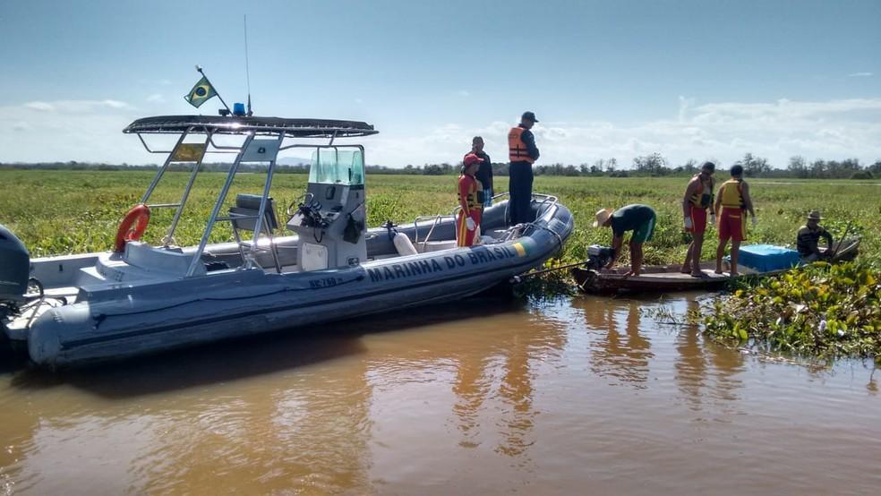 -  Equipes da Capitania Fluvial de Santarém e Corpo de Bombeiros participaram do resgate do corpo de Evanildo Leal  Foto: Capitania Fluvial de Santarém/
