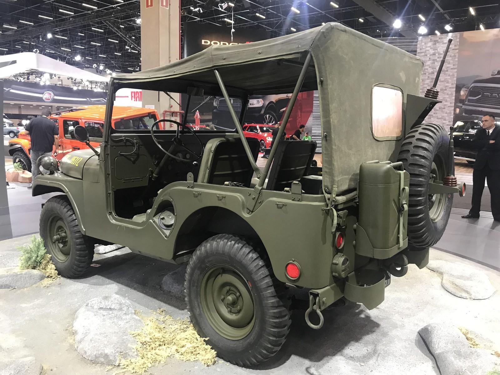 De Jeep da guerra até primeiro Porsche, marcas revivem clássicos no Salão do Automóvel Img-3851