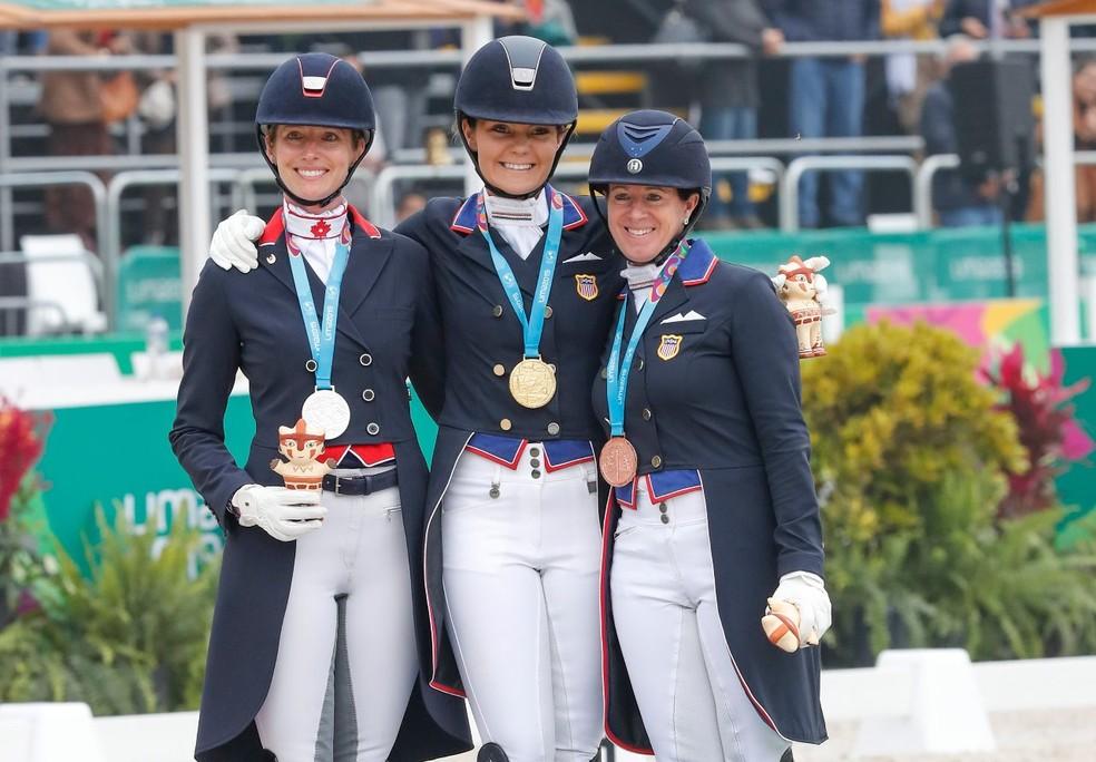 Final individual do adestramento nos Jogos Pan-Americanos: Tina Irwin, Sarah Lockman e Jennifer Baumert — Foto: Vidal Tarqui / Lima 2019