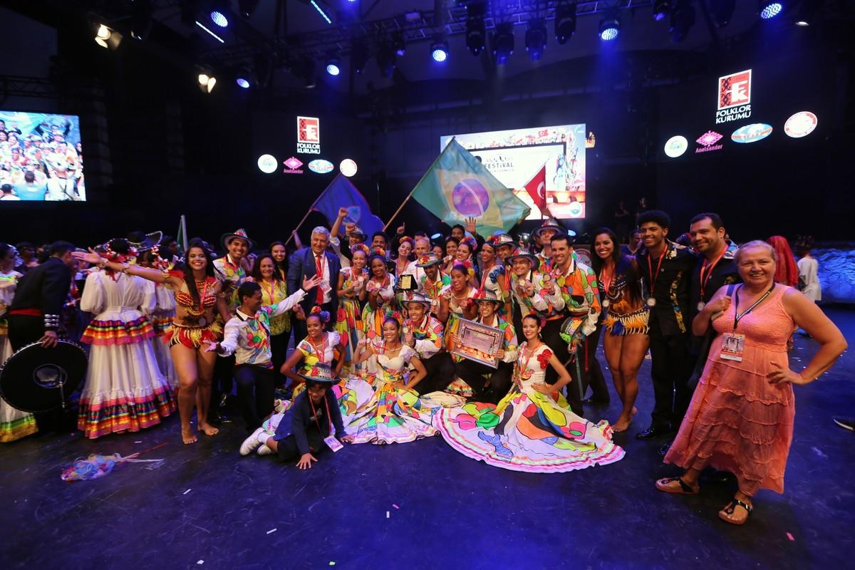 Grupo de dança de Cuiabá cancela 16 shows após acidente que deixou 28 feridos