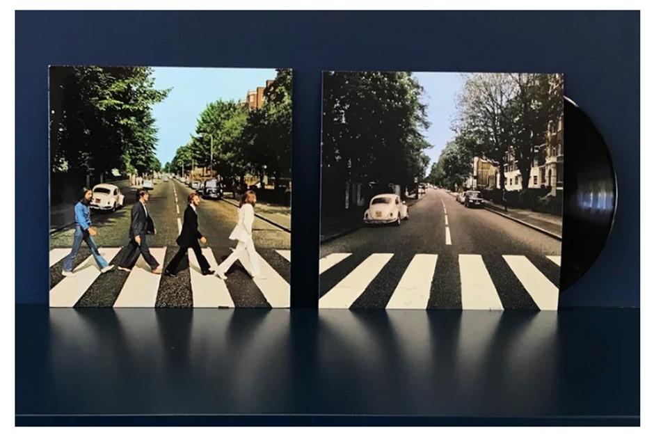 A icônica capa de Abbey Road e a versão refeita (Foto: Divulgação)