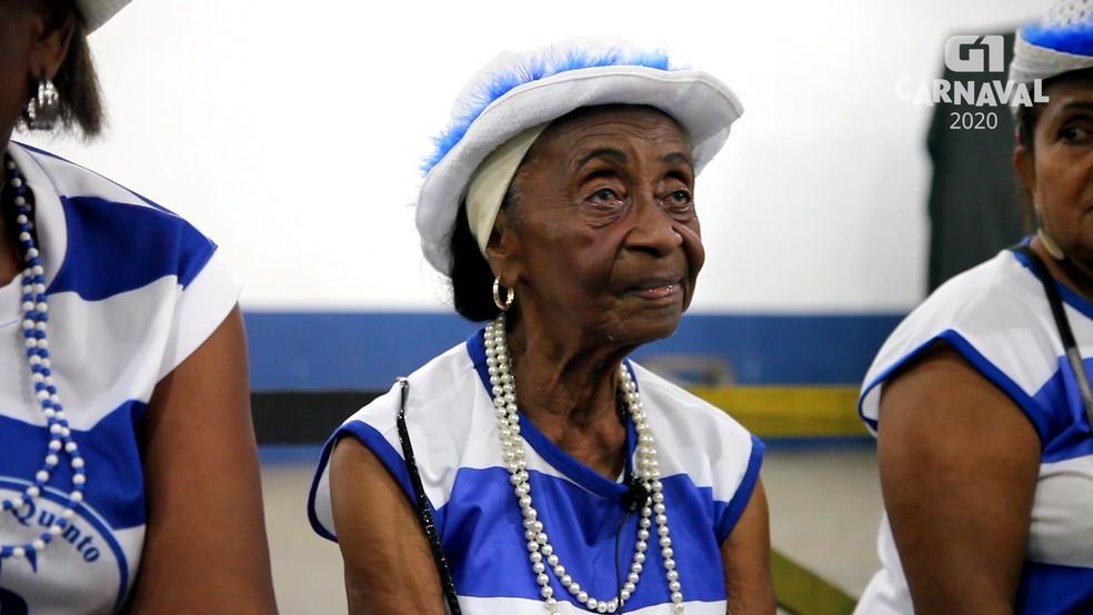 Dona Santa é uma das integrantes da velha guarda da Turma do Quinto — Foto: Reprodução/G1