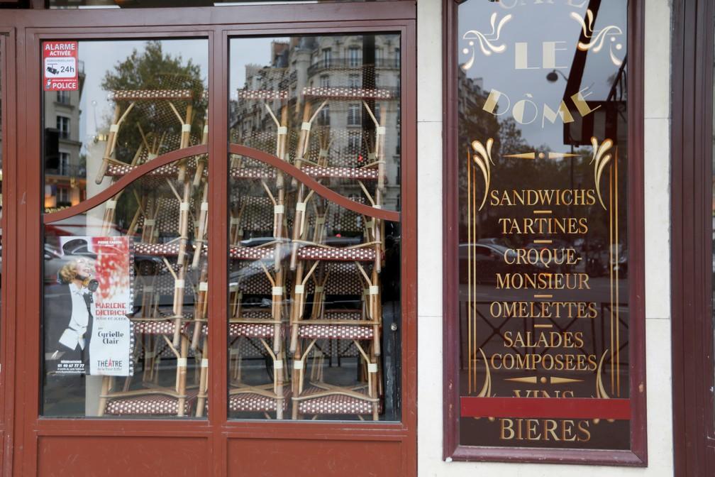 Restaurante em Paris fechado nesta quinta-feira (29) após anúncio de novo lockdown na França — Foto: Charles Platiau/Reuters