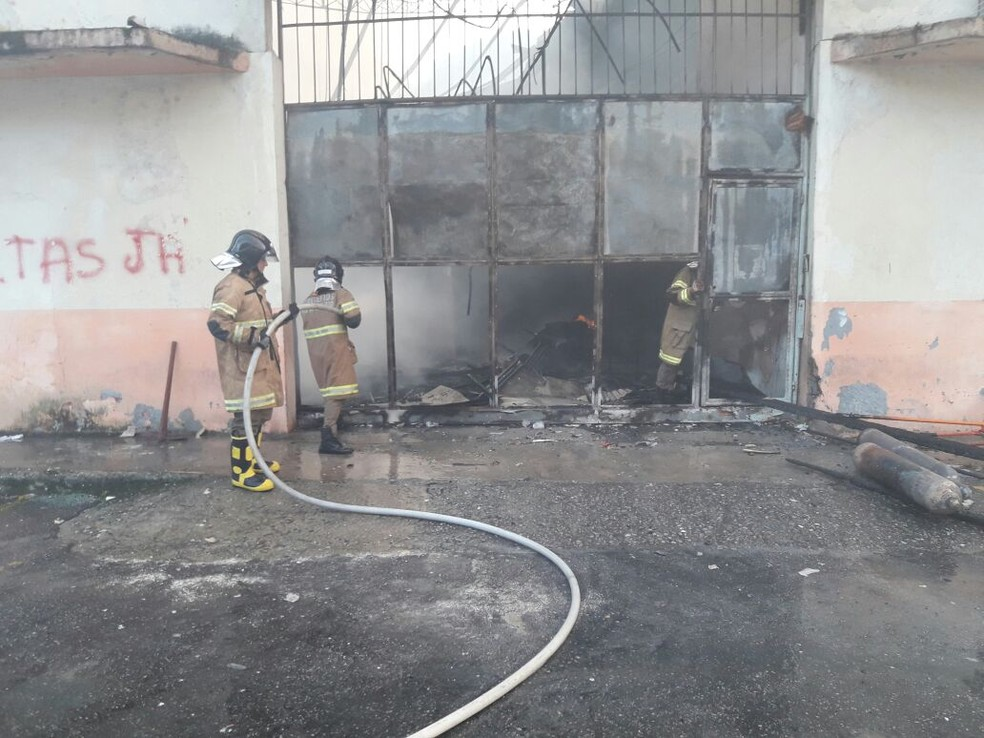 Incêndio atinge depósito da Secretaria de Saúde de Angra e destrói estoque de insumos (Foto: Prefeitura de Angra dos Reis/Divulgação)