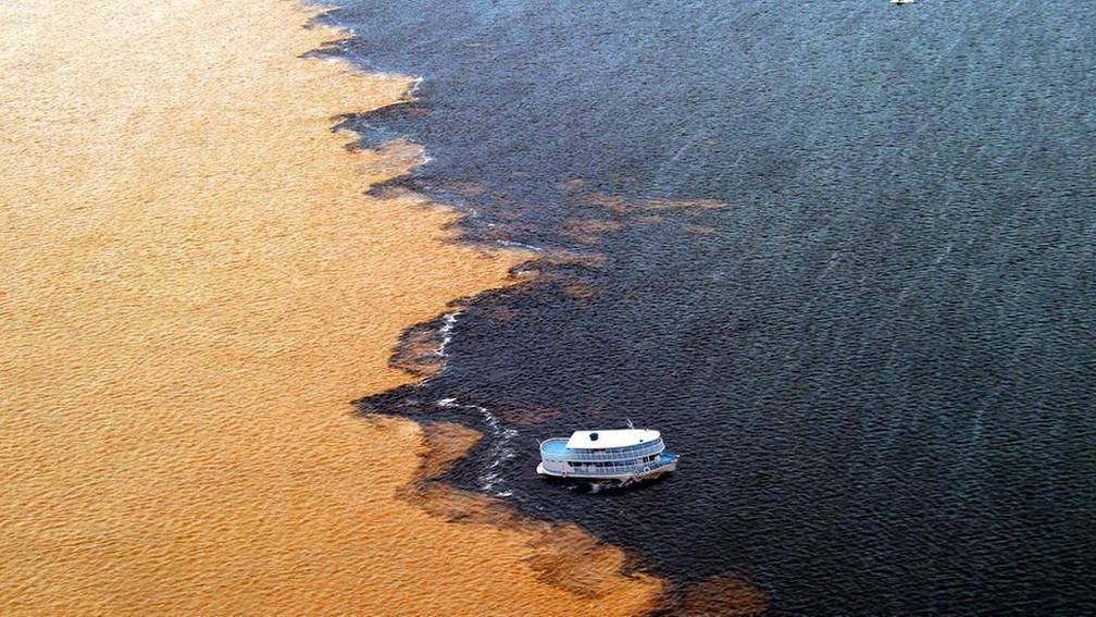 Manaus fica às margens dos rios Negro e Solimões. A atmosfera na Bacia Amazônica, diferentemente da de Manaus, é uma das mais limpas do mundo — Foto: Semcom