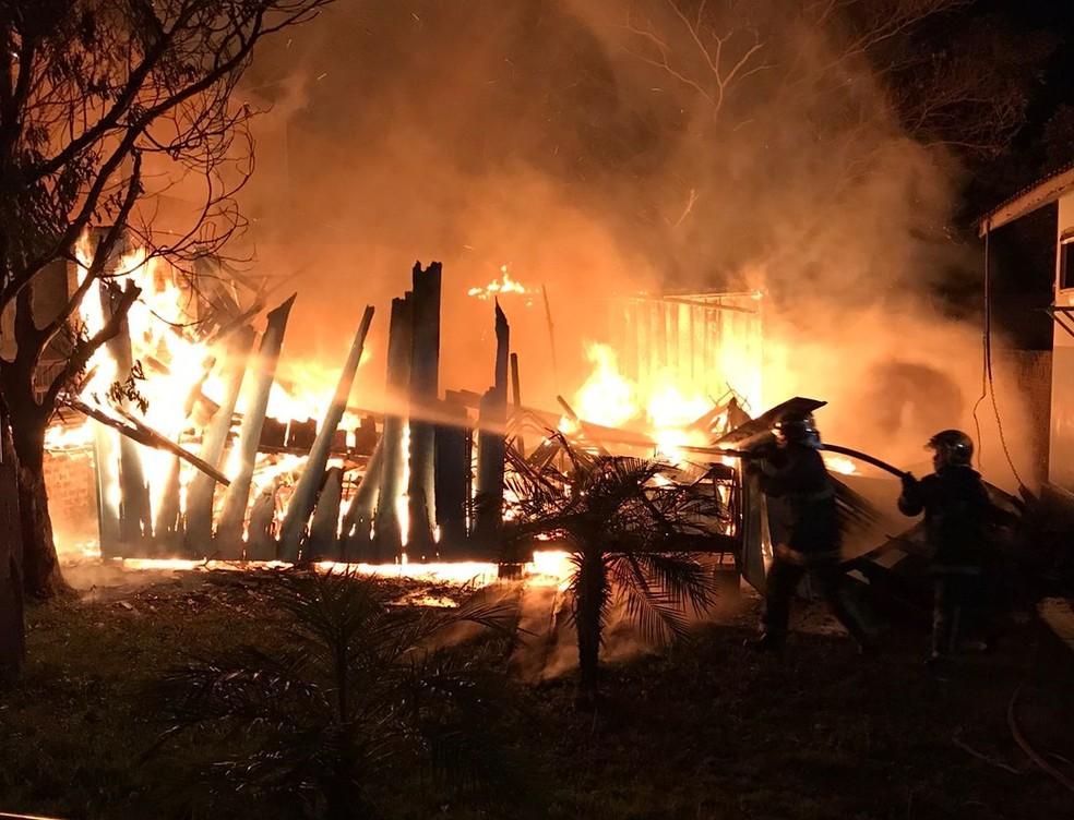 Incêndio destruiu salas de aula de madeira — Foto: Erick Murylo Oenning de Lucena