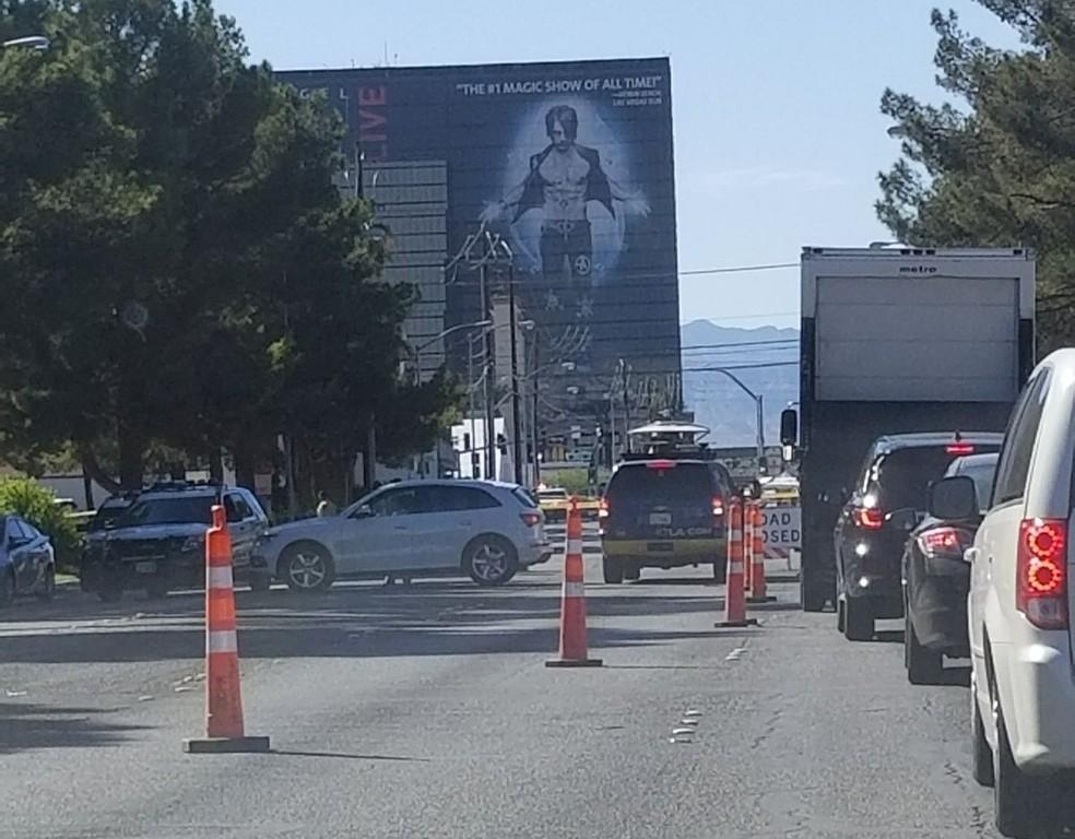Trânsito no entorno do local do massacre em las Vegas segue com policiamento reforçado e bloqueios (Foto: Arquivo Pessoal)