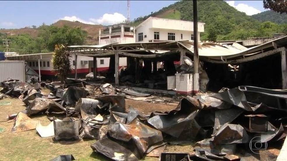 Local onde ficava o alojamento que pegou fogo no CT do Flamengo, na Zona Oeste do Rio  â?? Foto: Reprodução/JN