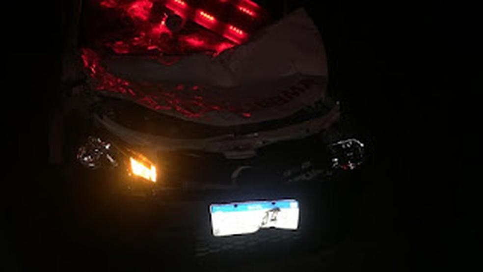 Ambulância ficou destruída após atingir vaca em rodovia no interior do RN — Foto: Redes sociais