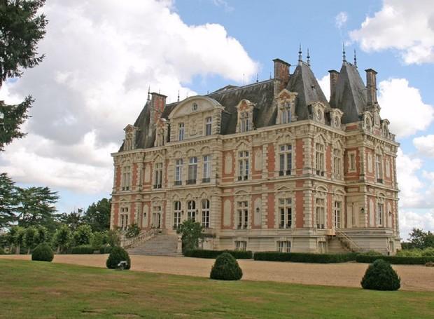 Castelo em Bourg-d'Iré, França (Foto: Divulgação)