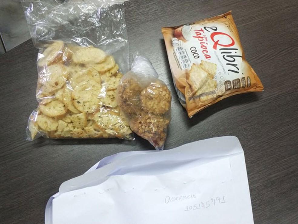 Pacotes de biscoitos e queijo apreendidos com o deputado Celso Jacob (PMDB-RJ) na Papuda (Foto: Divulgação)