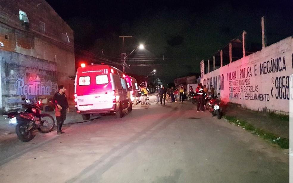 Segunda vítima foi baleada e socorrida para o IJF. — Foto: Rafaela Duarte/ Sistema Verdes Mares