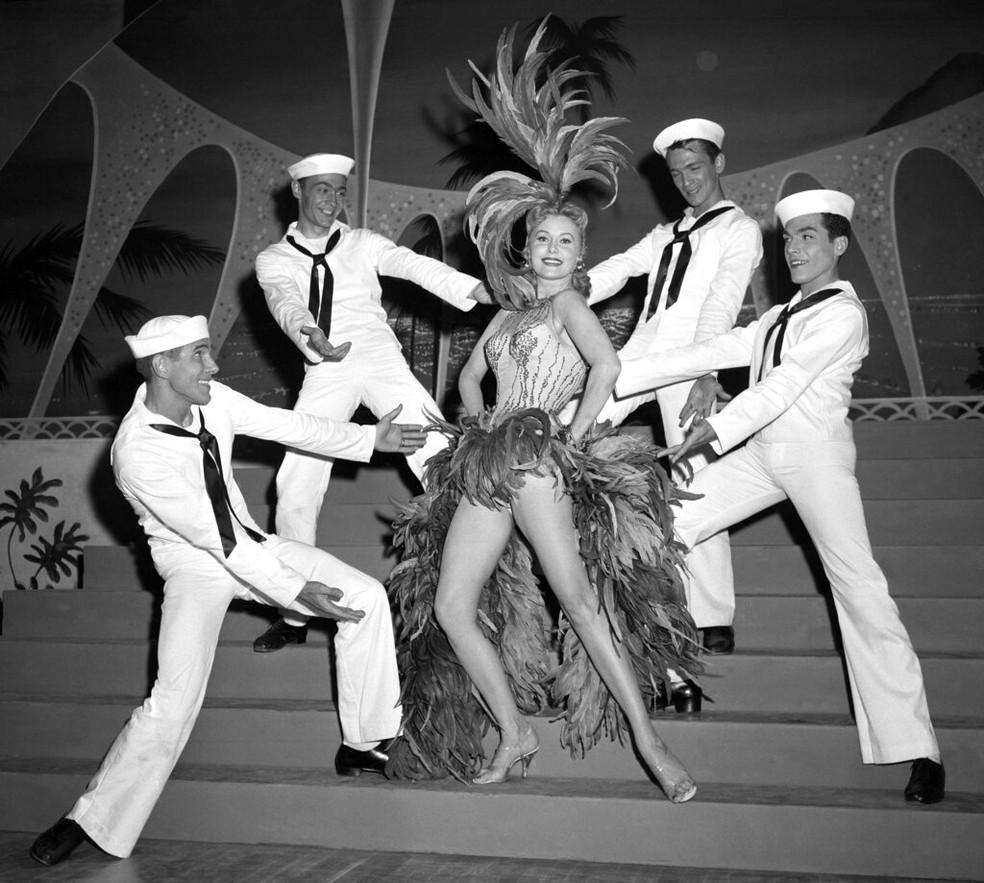 Rhonda Fleming em performance no hotel New Tropicana em Las Vegas, em 1957 — Foto: David Smith/AP/Arquivo