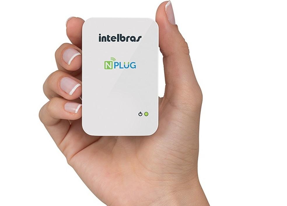 NPlug é um dos modelos de repetidores Wi-Fi vendidos no Brasil (Foto: Divulgação/Intelbras)