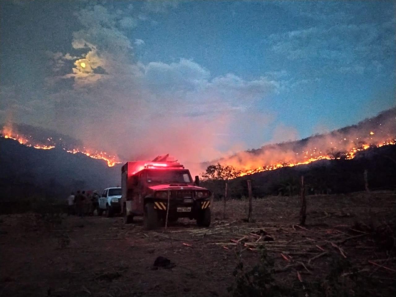 Após seis dias, bombeiros controlam incêndio florestal no interior do RN  - Notícias - Plantão Diário