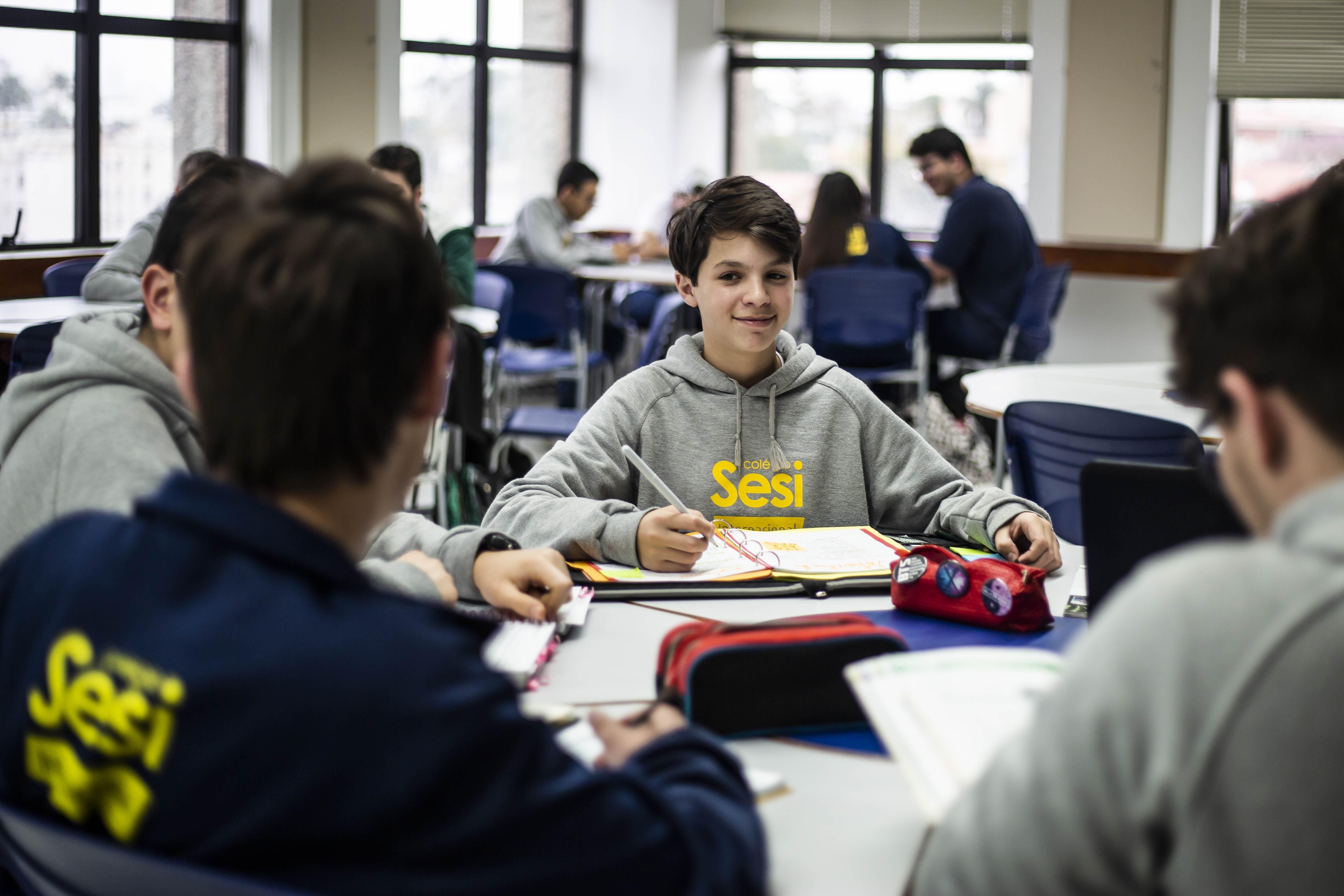 High school prepara alunos para estudar e trabalhar em outros países - Notícias - Plantão Diário