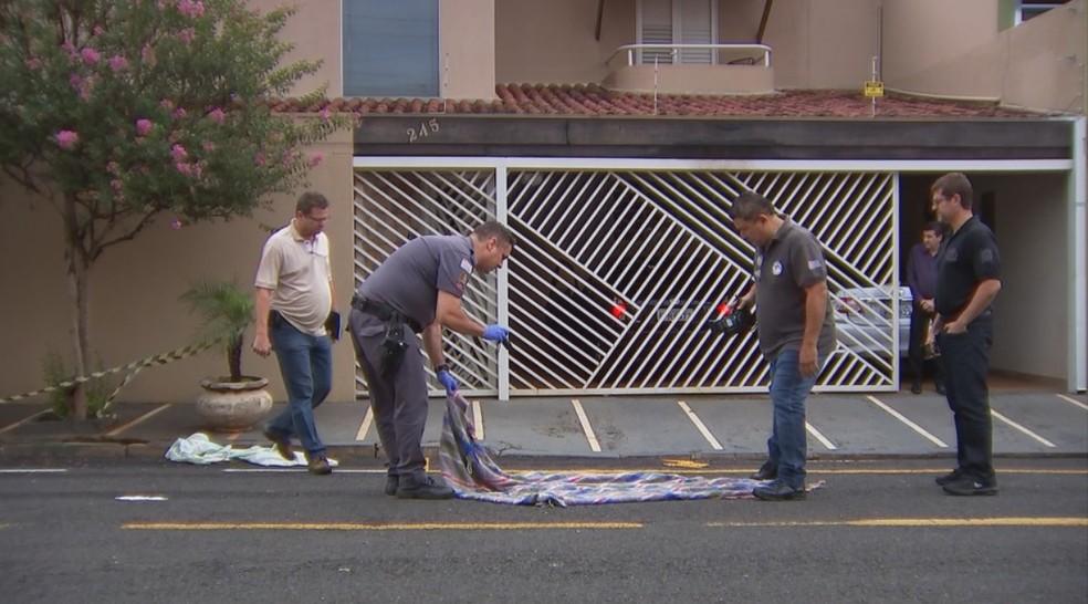 Morador de rua é morto a facadas por outro andarilho por causa de cobertor em Rio Preto — Foto: Reprodução/TV TEM