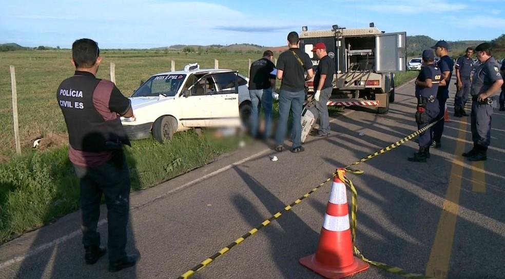 Dois homens são mortos a tiros em rodovia do ES (Foto: TV Gazeta)