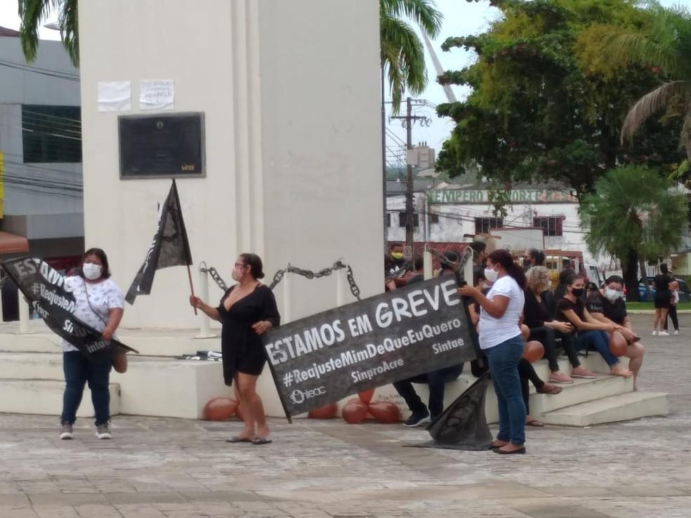 Categoria continua com greve mesmo após decisão da Justiça que mandou suspender movimento — Foto: Lidson Almeida/Rede Amazônica