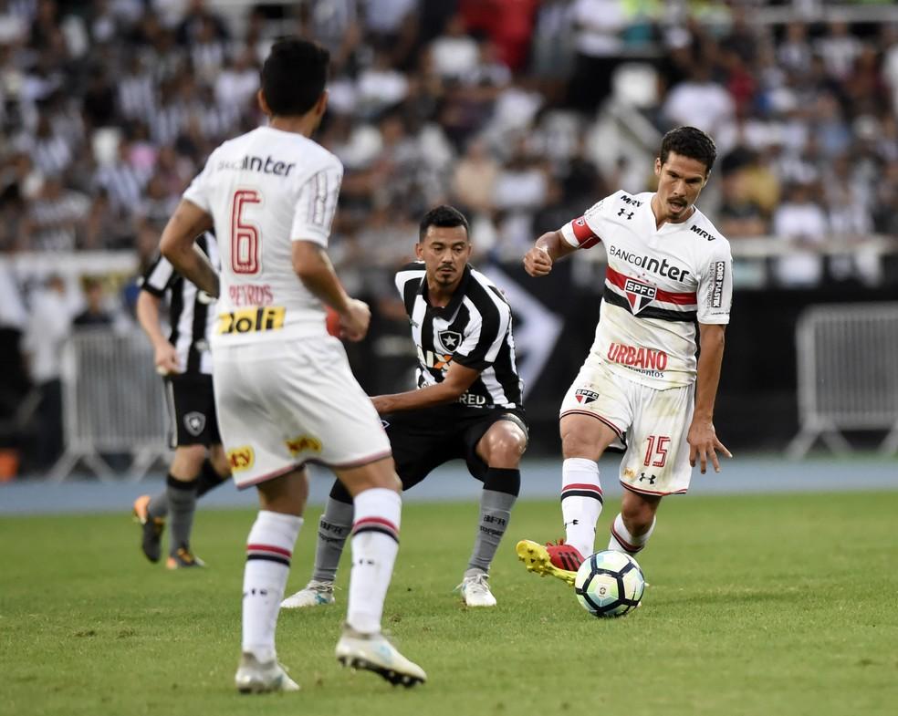 Hernanes foi um dos destaques do São Paulo na vitória sobre o Botafogo (Foto: André Durão)
