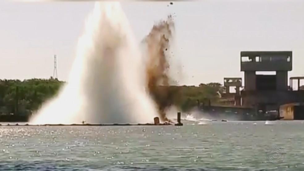 Explosão de rochas na hidrovia do rio Tietê em Buritama (Foto: Reprodução/TV TEM)