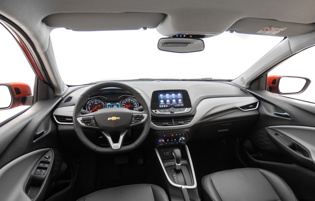 Interior of new Onix Premier is well finished and blends black with gray or caramel black - Photo: Divulgação / Chevrolet