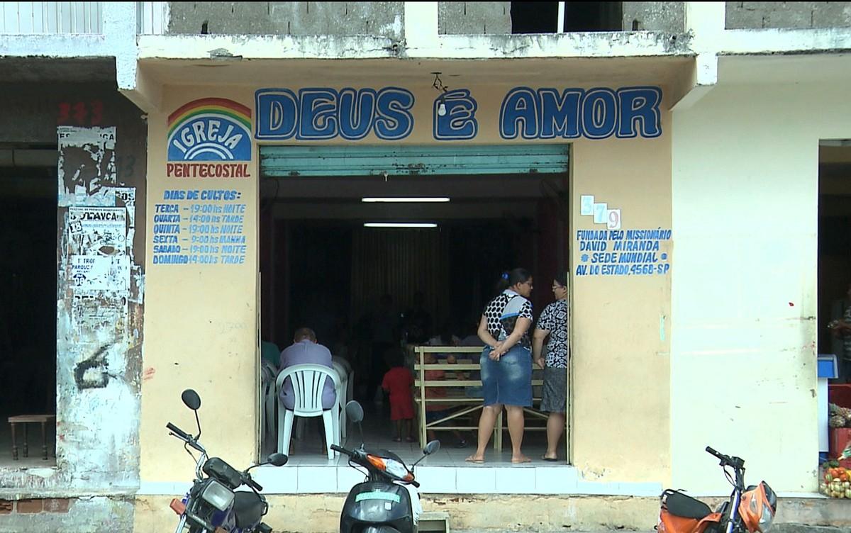 Dupla em moto rouba fiéis na saída de igreja evangélica, em Esperança, na PB