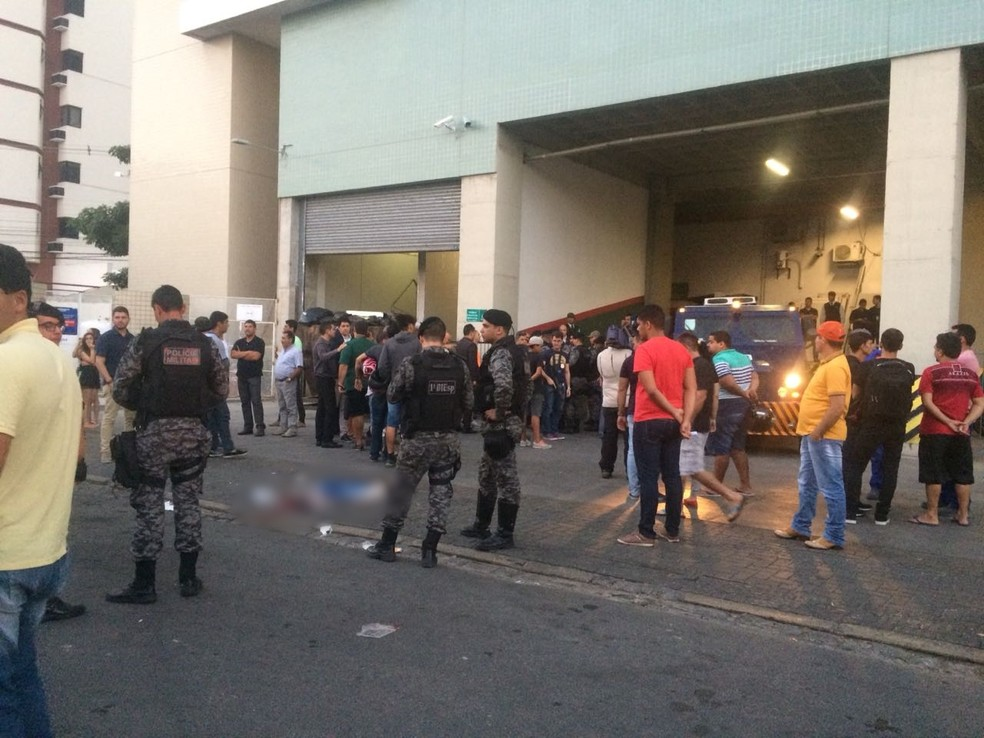 Crime aconteceu na tarde desta terça (17) em Caruaru (Foto: Franklin Portugal/TV Asa Branca)