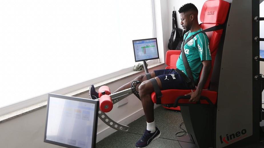 Ramires se apresenta, passa por testes e se junta ao elenco do Palmeiras na Academia