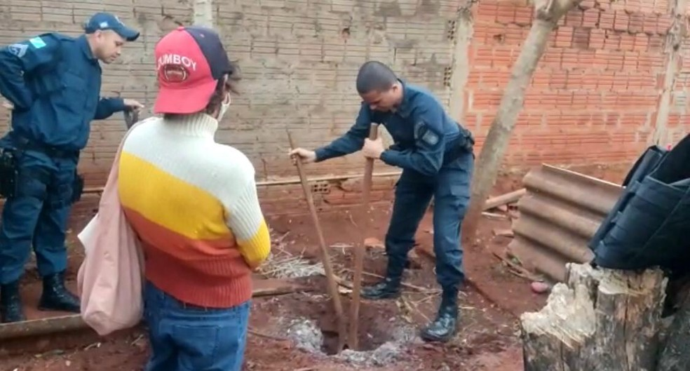 Corpo foi encontrado no quintal da casa da vítima, em Sidrolândia (MS).   Foto: PMMS/Reprodução