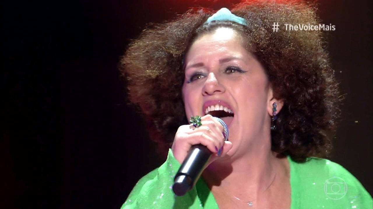 Evinha do Forró canta 'Frevo Mulher'