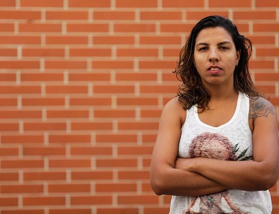 Maria Luíza Abreu, de 31 anos, deixou o emprego de professora de geografia em 2013. Hoje se dedica à produção de vídeos. Mesmo sem horário fixo ou salário, diz estar mais satisfeita (Foto: Gustavo Miranda/Agência O Globo)