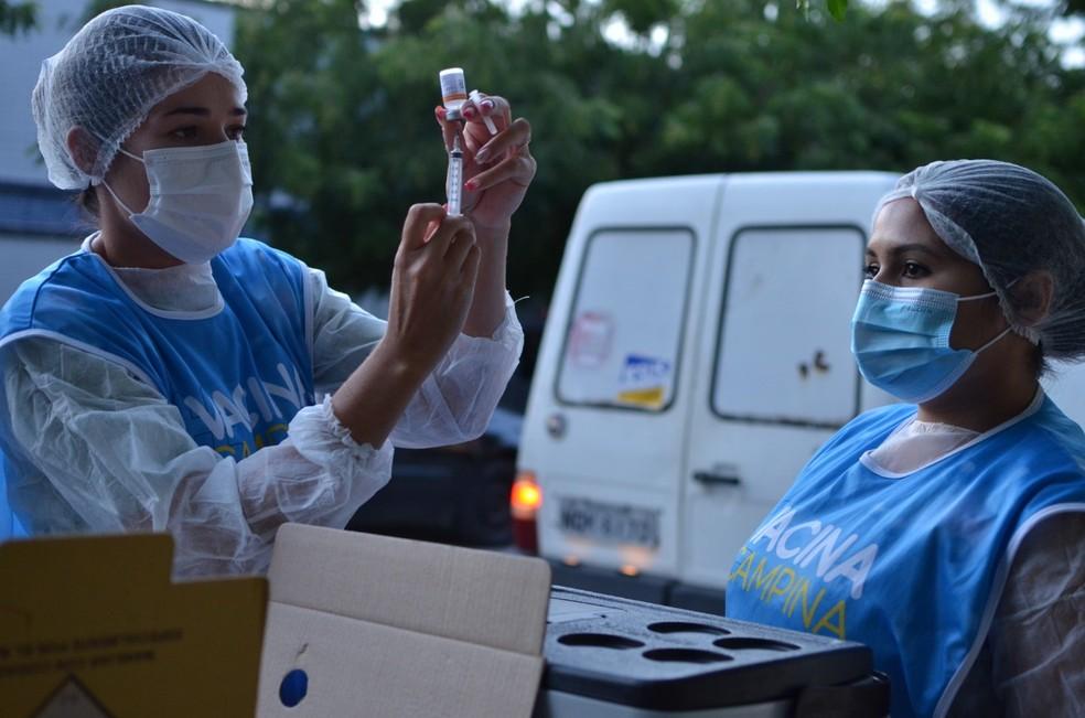 Campina Grande vacina profissionais da educação com 18 anos ou mais nesta terça-feira (8) — Foto: Divulgação/Codecom