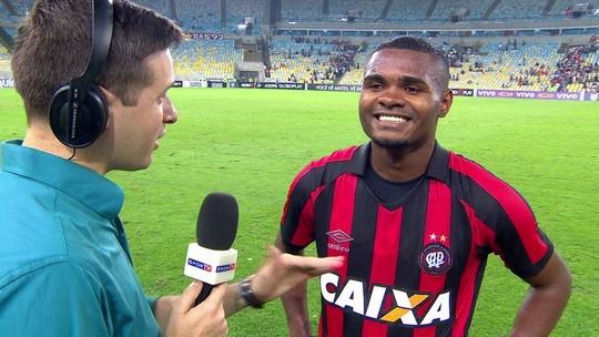 """Nikão vê falta de pontaria do Atlético-PR e avalia Brasileirão: """"Todo jogo é uma guerra"""""""
