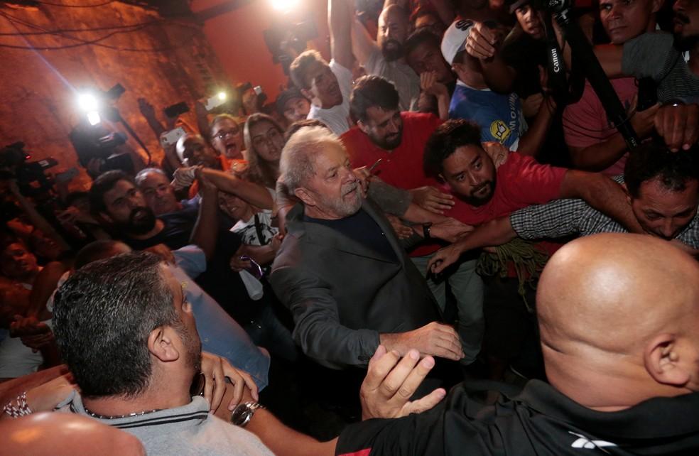 O ex-presidente Lula em 7 de abril, quando se entregou à Polícia Fedeal em São Bernardo do Campo (SP) (Foto: Leonardo Benassatto/Reuters)