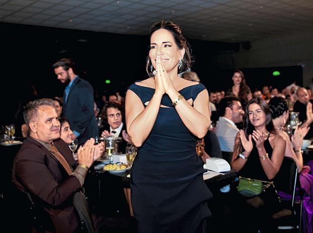 Gloria Pires é aplaudida pelo marido, Orlando Morais, e pelos filhos Bento e Antonia  (Foto:  )