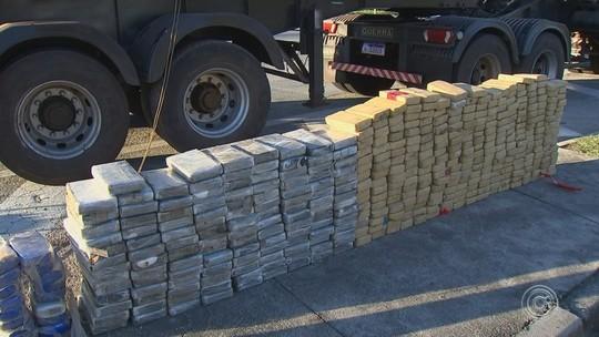 Carreta com tijolos de cocaína escondidos em fundo falso é apreendida na Castello Branco
