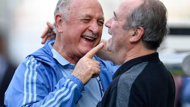 Felipão e Levir Culpi brincam antes da partida em Belo Horizonte