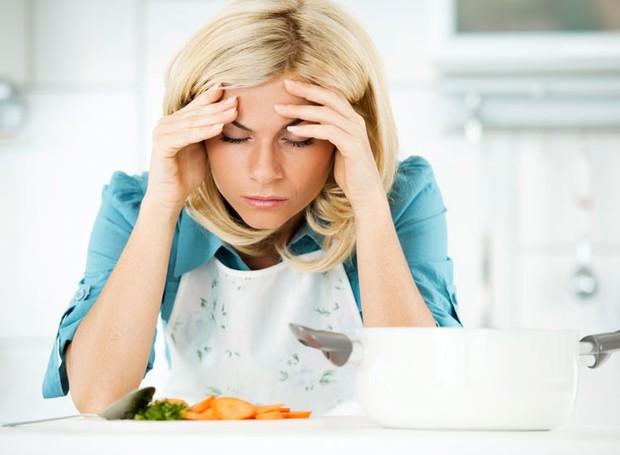 Dores de cabeça após refeições são muito mais comuns do que se imagina. Descubra as causas (Foto: Healthline/ Reprodução)