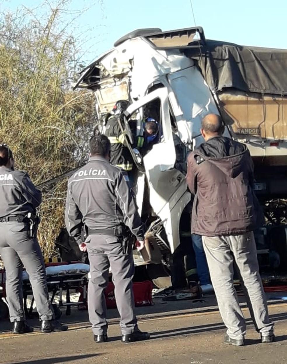 Motorista ficou preso nas ferragens após colisão traseira em Tabatinga — Foto: Arquivo pessoal